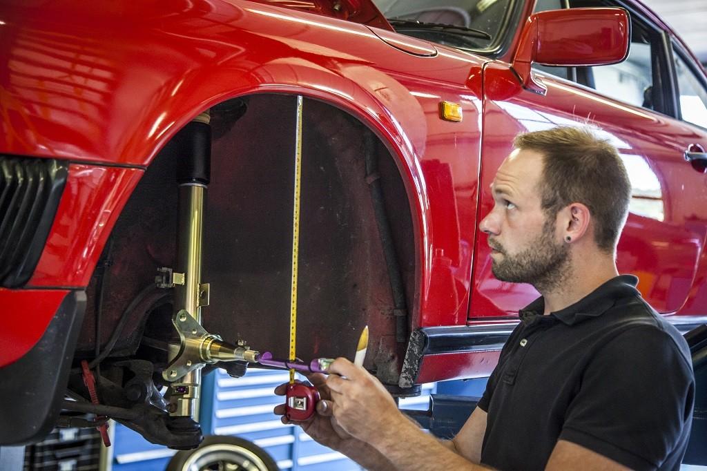 Einbau des KW Variante 3 Dämpfer in ein Porsche 911 G-Modell