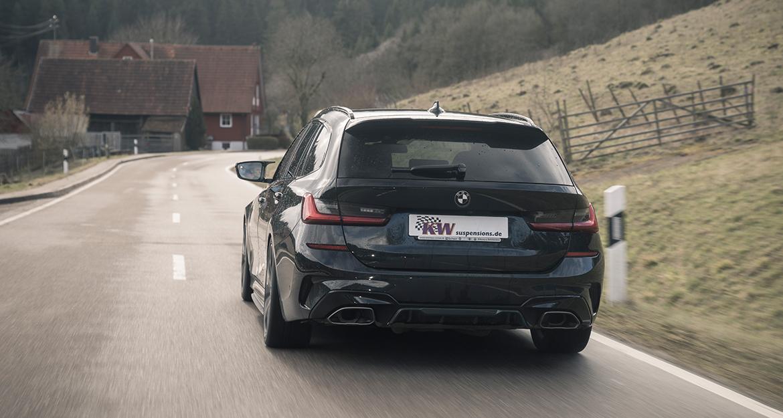 BMW 3er (G21) Touring mit xDrive-Antrieb und KW Gewindefahrwerk Variante 3 auf Landstraße.