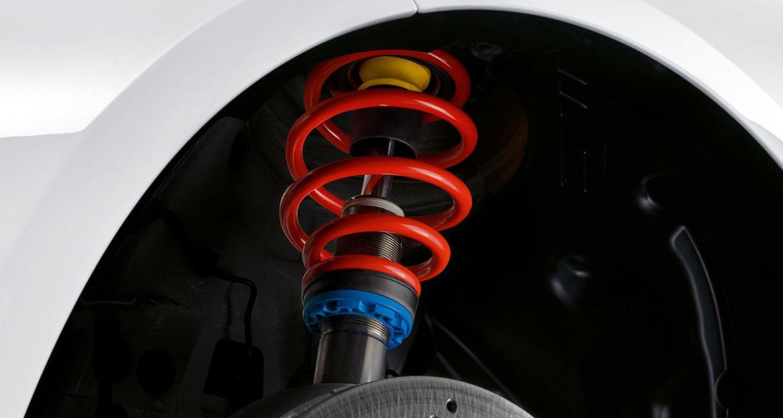 Die BMW M Fahrwerk Komponenten unterscheiden sich dabei zu den bekannten KW Gewindefahrwerken, dass sie über eine andere Federfarbe und über eine angepasste stufenlose Tieferlegung verfügen.