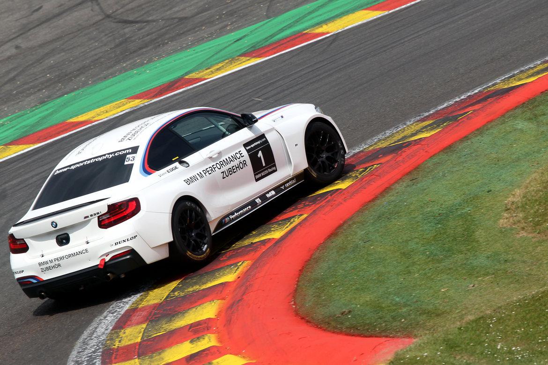 Seit der Motorsportsaison 2014 sind alle BMW M235i Racing und BMW M240i Racing mit 2-fach leistungseinstellbaren KW Rennsportgewindefahrwerken ausgerüstet.